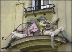 Figurki żab z Kamienicy pod Żabami
